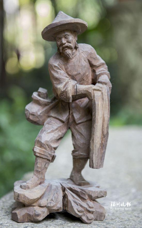 象园木雕:巧借天然变废为宝刀劈斧剁也能惟妙惟肖 冷情总裁的合约情人