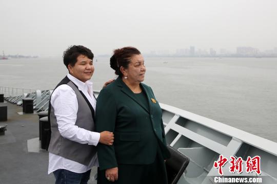 新中国首位维吾尔族女海军重登军舰