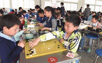 二百余名小棋手参加南通海门春季围棋定升段赛