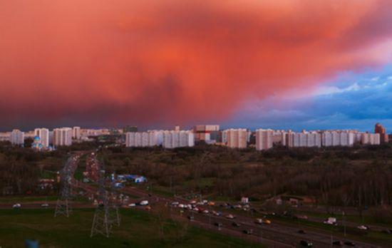 莫斯科天空现壮观火烧云 宛如世界末日景象(组图)