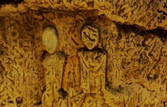"""英国小镇发现""""圣殿骑士""""遗迹 距今有800年历史(组图)"""