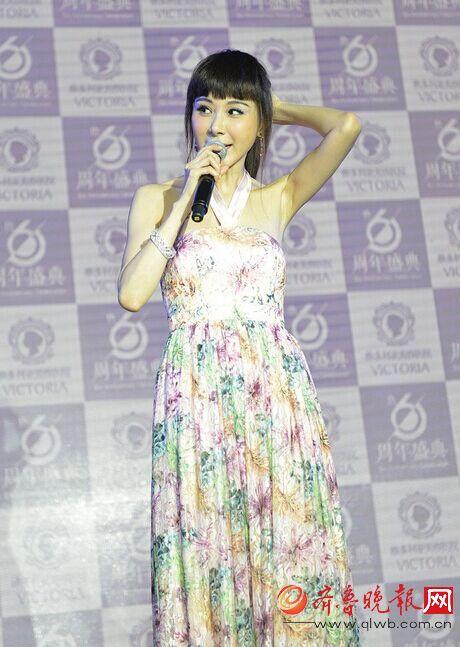近50岁近照裙子变这样花手机出镜曾是台湾第美女壁纸冷艳萧蔷图片