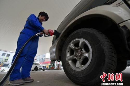 国际油价由强走弱 国内成品油本轮调价或搁浅