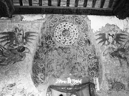 被损毁的壁画(图片来源:中国甘肃网 摄影:何小龙)