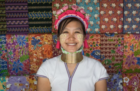 泰国长颈族女人5岁起带项圈终生不卸(图)