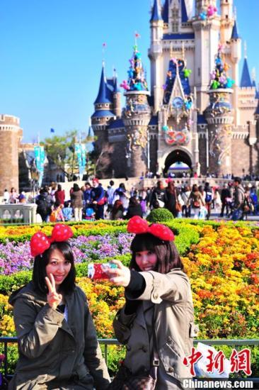 东京迪士尼游客数预计跌破3000万 拥挤问题待解决