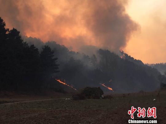 河北承德县发生森林大火目前山火仍未扑灭