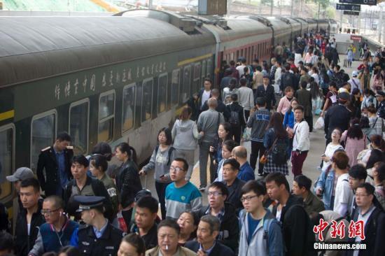 29日全国铁路发送旅客量创历年五一单日新高
