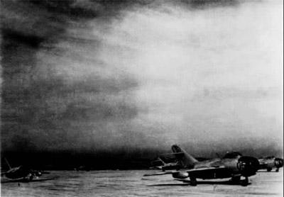 毛泽东 周恩来等中南海指挥朝鲜空战