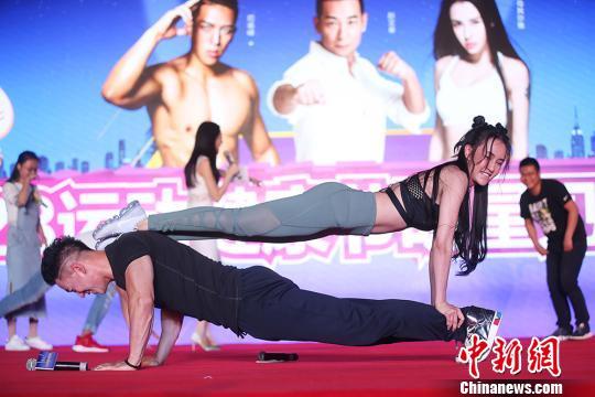 """赵文卓、母其弥雅亮相南京倡导""""328""""运动分享健身心得"""