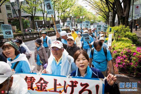 当地时间2017年5月1日,日本东京,当地民众举行五一节集会。