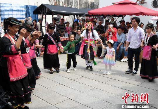 """台湾少数民族文化跨海福州展演""""两岸一家亲"""""""