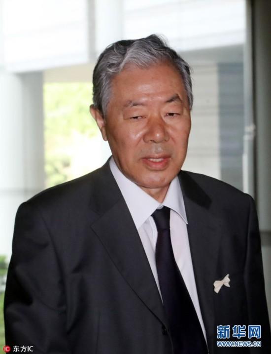 当地时间2017年5月2日,据韩联社报道,韩国首尔中央地方法院就朴槿惠受贿案进行首次预审,让控辩双方在案件正式审讯前,厘清争议事项。图为相关人员抵达法院。