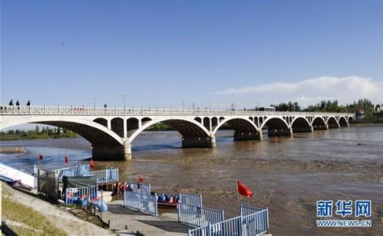 伊犁河:市民休闲好去处