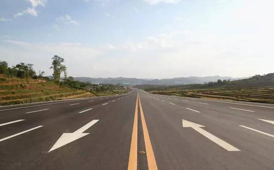 28省份取消二级公路收费央视:高速公路还远吗