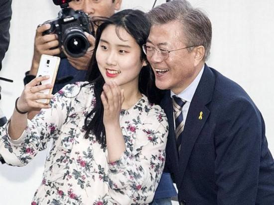 """不惧""""吃土""""!韩总统候选人周末""""鏖战"""""""