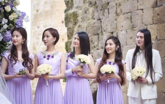刘亦菲为大学同学周扬做伴娘 盘点明星婚礼上的最抢镜