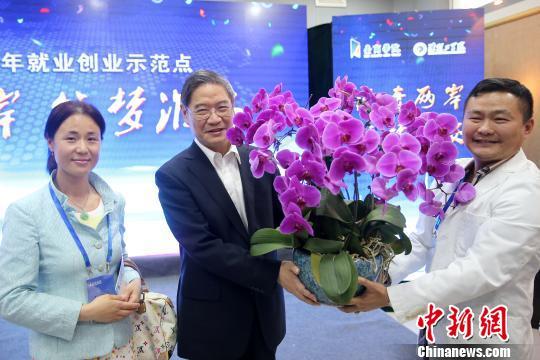 张志军:两岸关系的未来在青年希望寄托在年轻人身上