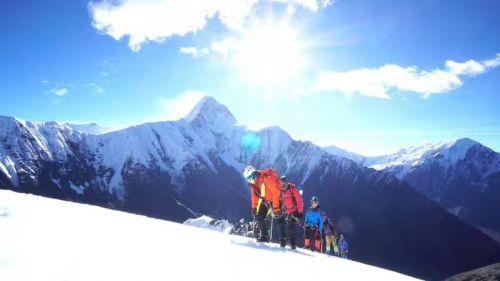 历经11天 宿迁15名驴友登上海拔5588米那玛峰