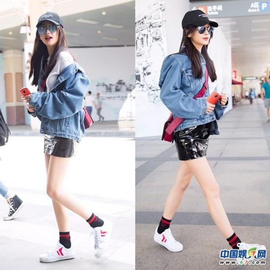 少女颜!Baby棒球帽+小白鞋现身厦门机场 皮裙大秀美腿