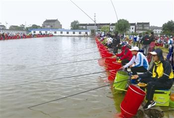 泰州钓鱼大奖赛开钓 全国300多位专业选手参赛