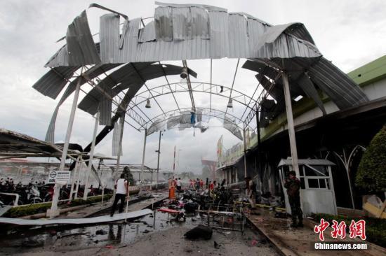 发生爆炸的Big C商场一片狼藉。