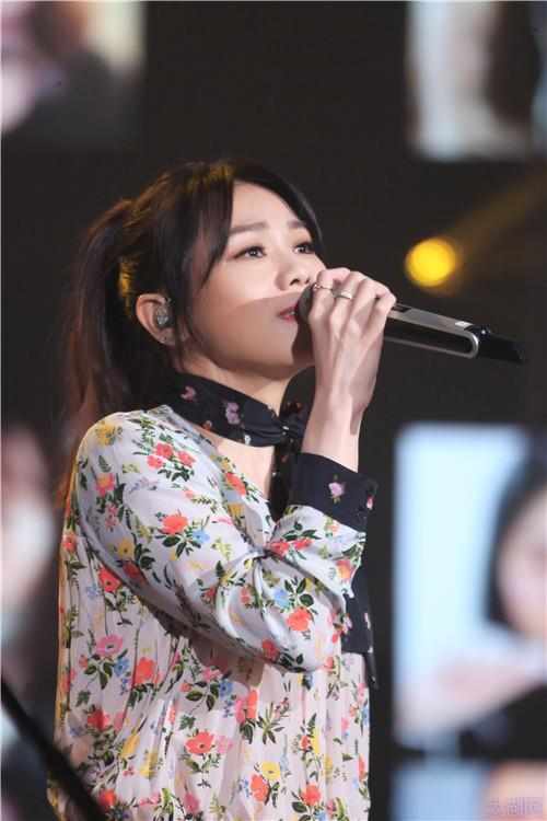 《我想和你唱》蔡健雅支招萧敬腾 写歌能摆脱下雨魔咒