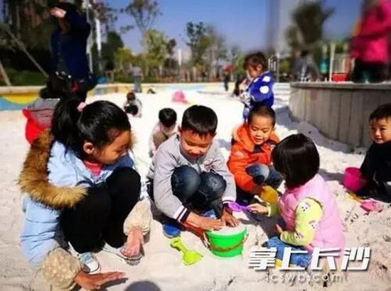 悠游小镇成了孩子们的开心天地,届时将和圭塘河井塘示范公园对接,形成全流域的微旅行长廊。照片均为 通讯员 赵芳 摄
