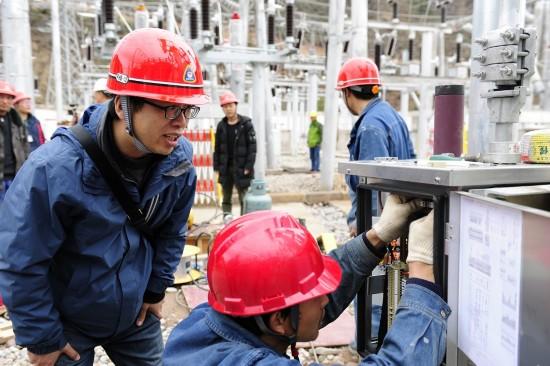山西电力援藏帮扶项目柴维110千伏变电站投运