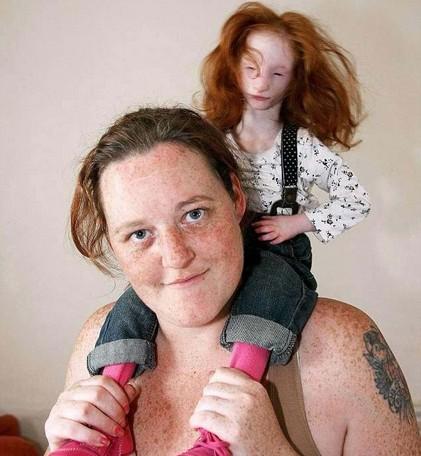 现实版拇指姑娘:英国女孩一辈子长不大 14岁比兔子还小(图)