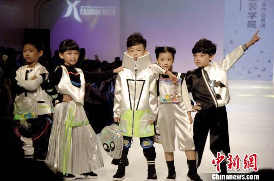 2017广东大学生时装周首秀香港学校作品惹眼