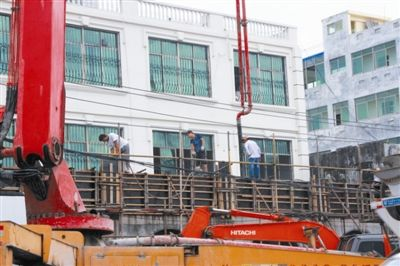 海棠区藤桥新民街外立面改造工程加快建设