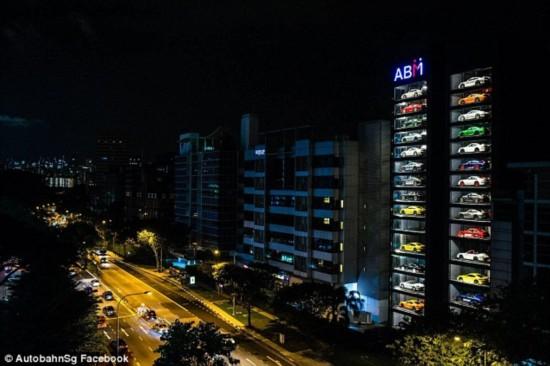"""全球最大""""豪车自动贩卖机""""新加坡落成 一键选车"""