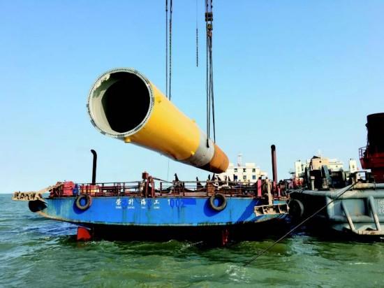盐城盐都一企业工程船成功打下风机基础桩