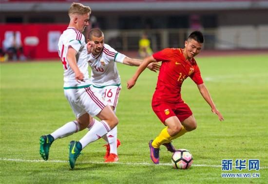 (体育)(1)足球――国际青年足球锦标赛:中国队不敌匈牙利队