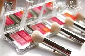 别忽略了化妆品发出的毁容信号!