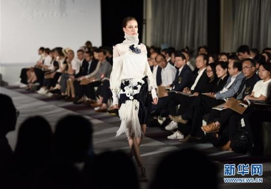 (XHDW)(1)香港理工大学纺织及制衣学系举行毕业生针织时装作品展