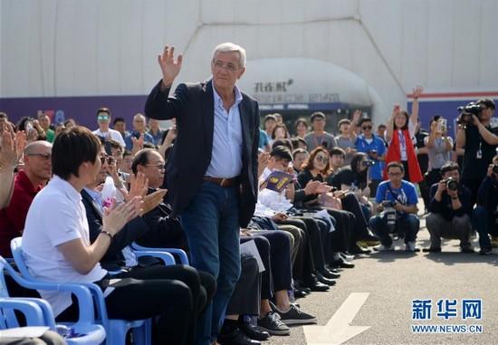 (体育)(1)里皮助阵李铁8号足球公园开园仪式