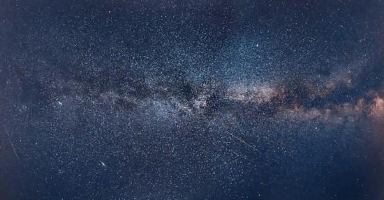 俄男子用110张照片拼出银河全景图(组图)