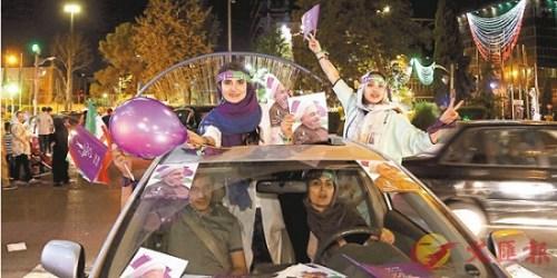 鲁哈尼的支持者在街上造势。