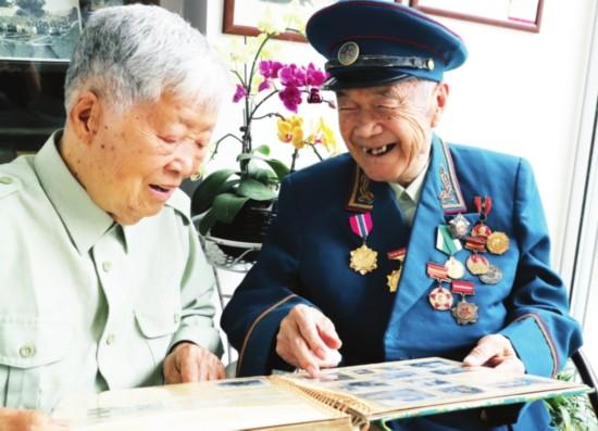 没有婚礼 70年前老照片见证苏州老兵爱情