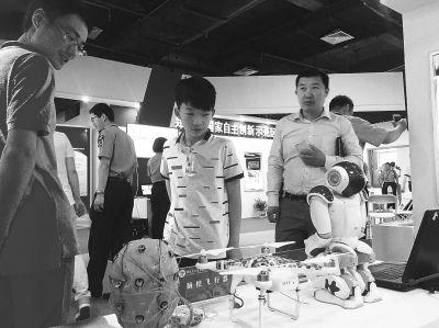 河南科技活动周启动 200多项高科技吸引眼球