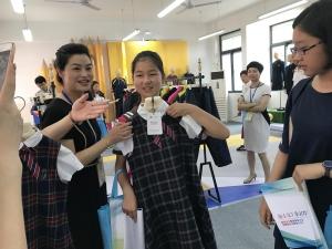 南京鼓楼中小学校服公开采购 家长学生说了算