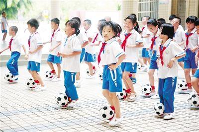 海口:校园足球进课堂
