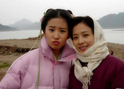 刘亦菲与父亲同框!网友惊呼:她爸看着好儒雅 基因真的好强大!