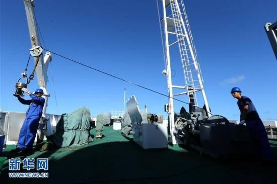 """""""蛟龙""""号马里亚纳海沟5天3潜 获得大量一手资料和深渊样品"""