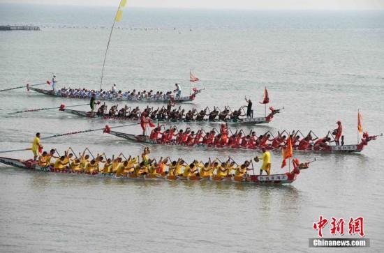 福建连江四百年的传统 海上赛龙舟