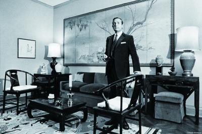1980年,安思远在放置了明代家具的第五大道公寓中。