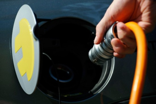 电池成本下降 十年内电动汽车价格或将低于汽油车