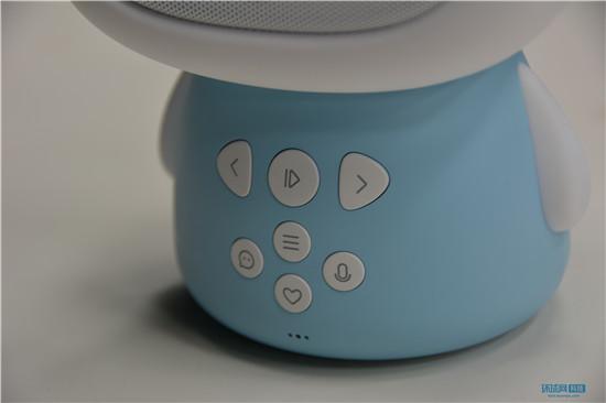 360儿童故事机试玩 能讲故事能远程视频